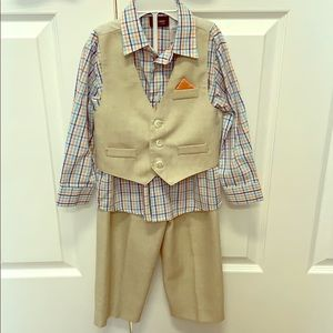 💎Holiday Editions Boys 3T Khaki Vest and Pants